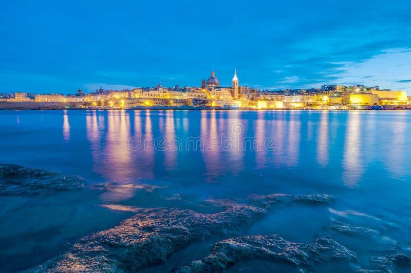 Vista dell'orizzonte del lungonmare di La Valletta, Malta immagine stock libera da diritti