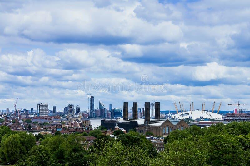 Vista dell'orizzonte del molo di Morden, di precedente raffineria dei dolcificanti sulla penisola di Greenwich e dell'arena 02 Lo immagine stock
