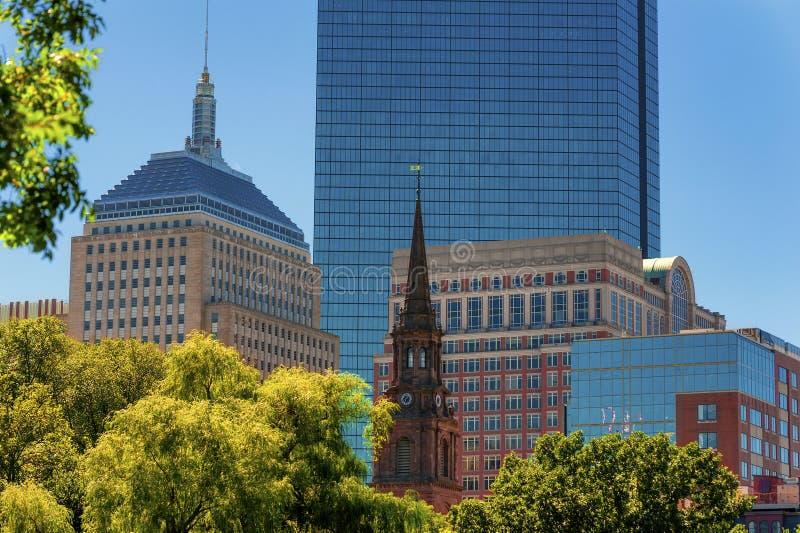 Vista dell'orizzonte del ` s di Boston dai giardini pubblici immagine stock libera da diritti