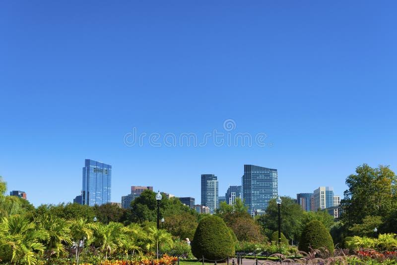 Vista dell'orizzonte del ` s di Boston dai giardini pubblici fotografia stock libera da diritti