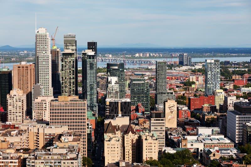 Vista dell'orizzonte della città di Montreal dal supporto reale in Quebec, Canada fotografie stock libere da diritti