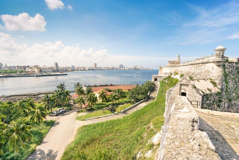 Vista dell'orizzonte di Avana dalla fortezza del EL Morro immagine stock