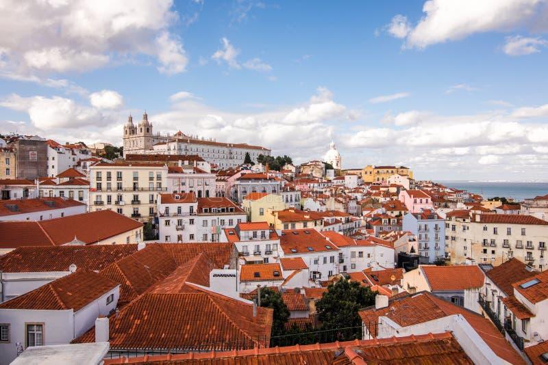 Vista dell'orizzonte di Lisbona, Portogallo sopra Alfama Lisbona fotografie stock libere da diritti