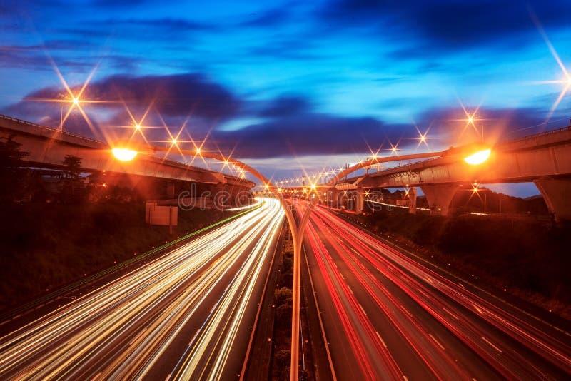Vista dell'orizzonte di notte della città fotografia stock libera da diritti