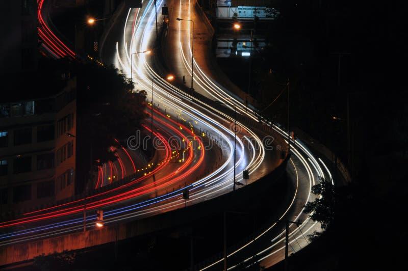 Vista dell'orizzonte di notte della città higway immagine stock