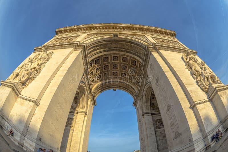 vista dell'Pesce-occhio di Arc de Triomphe immagine stock libera da diritti