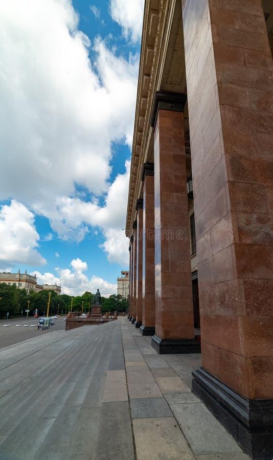 Vista dell'università di Stato di Mosca nominata dopo la m. V Lomonosov Costruzione centrale La Russia 2019 fotografia stock