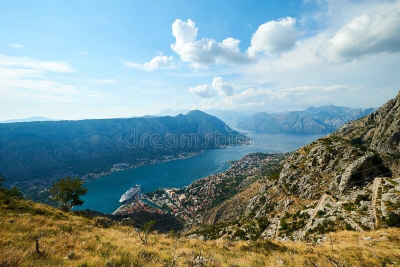 Vista della baia di Cattaro, MONTENEGRO/Kotor immagine stock libera da diritti