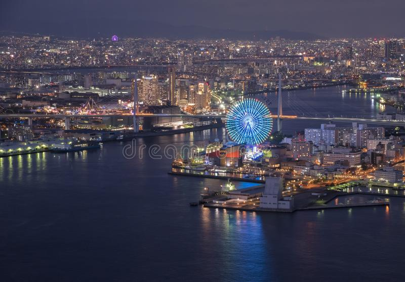 Vista della baia di Osaka al crepuscolo sulla torre Osaka Japan di Cosmo fotografia stock