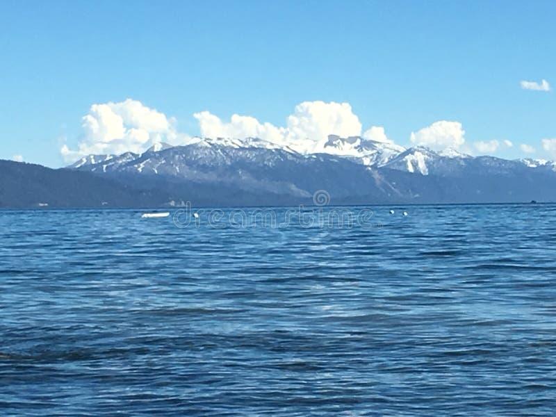 Vista della baia della montagna fotografia stock