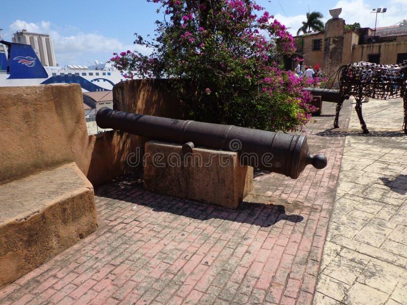 Vista della baia della pistola del cannone di Santo Domingo immagini stock