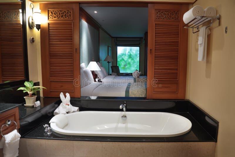 Vista della camera da letto dal bagno immagine stock immagine di presidenza bedroom 69540013 - I segreti della camera da letto ...