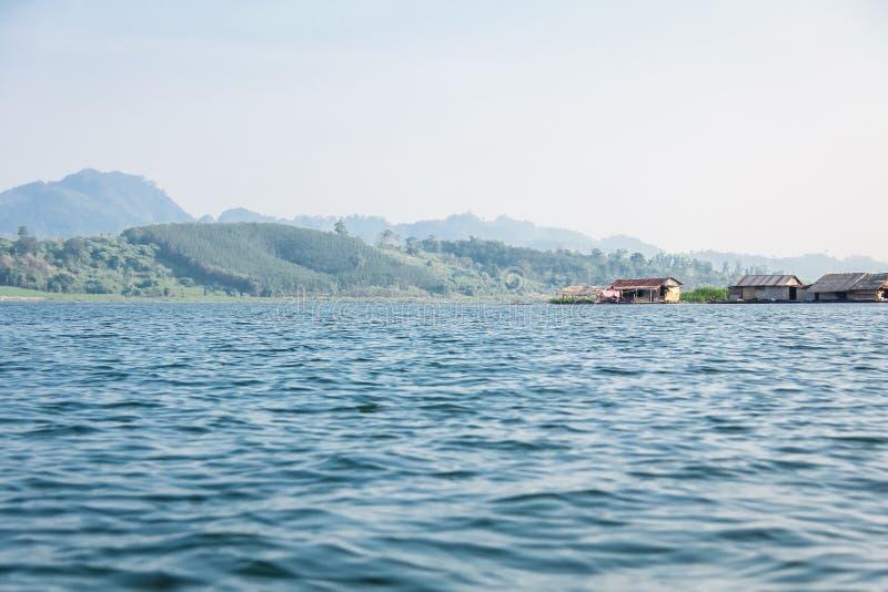Vista della canzone Karia Riverside in Kanchanaburi, Tailandia fotografia stock libera da diritti