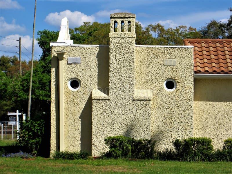 Vista della casa dello stucco che suggerisce un fronte fotografie stock