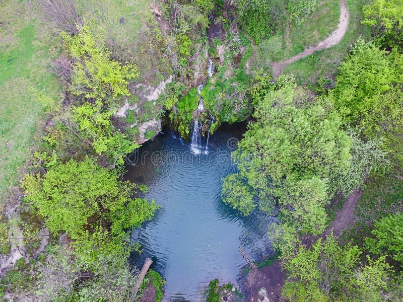 Vista della cascata dalla cima gi? fotografie stock libere da diritti