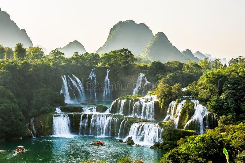 Vista della cascata detian, il Guangxi No 1 immagine stock