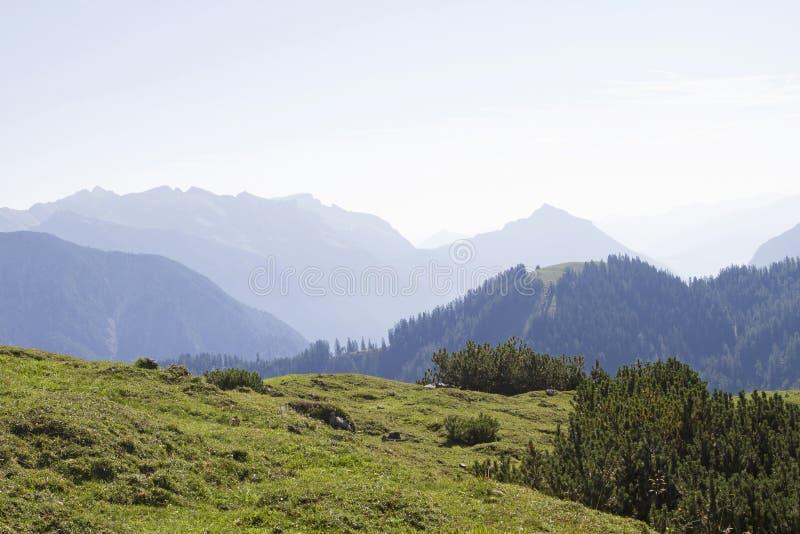 Vista della catena montuosa di Rofan immagine stock