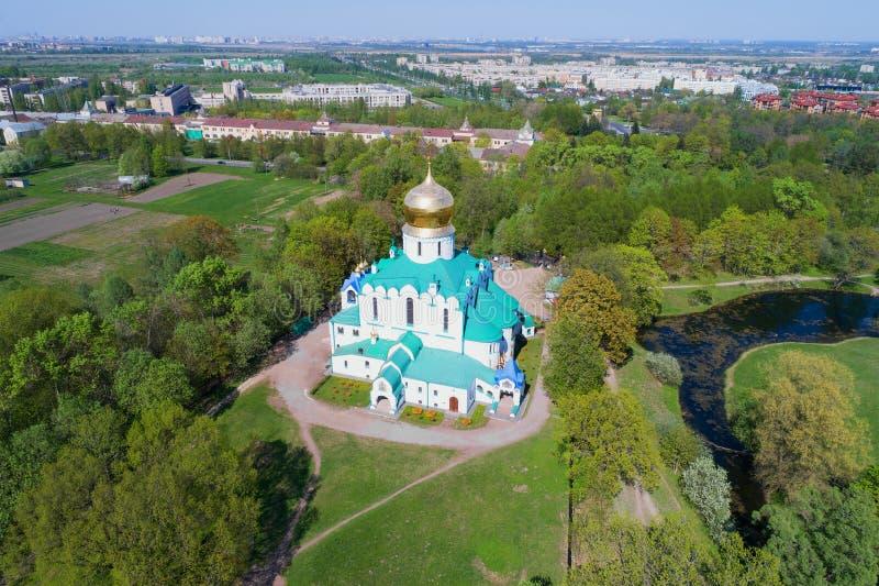 Vista della cattedrale di Fedorovsky su una festa dei lavoratori soleggiata Tsarskoye Selo, fotografia aerea della Russia immagini stock