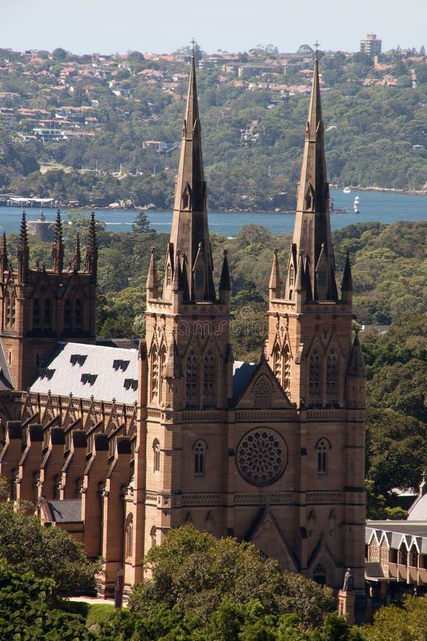 Vista della cattedrale di St Mary con il porto nei precedenti immagine stock libera da diritti