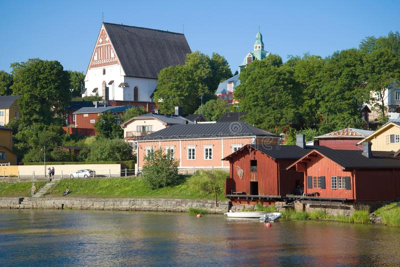 Vista della cattedrale luterana antica nel centro storico di Porvoo finland fotografie stock