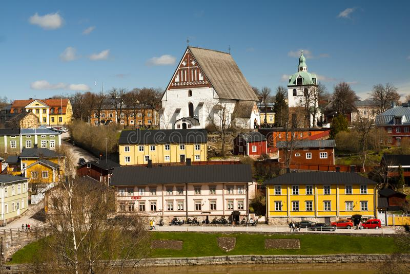 Vista della cattedrale medievale di Porvoo della chiesa e di vecchia città, Finlandia immagine stock