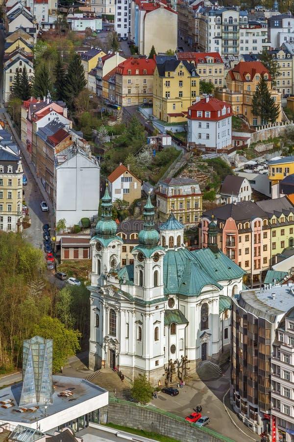Vista della chiesa della st Mary Magdalene, Karlovy Vary immagini stock libere da diritti