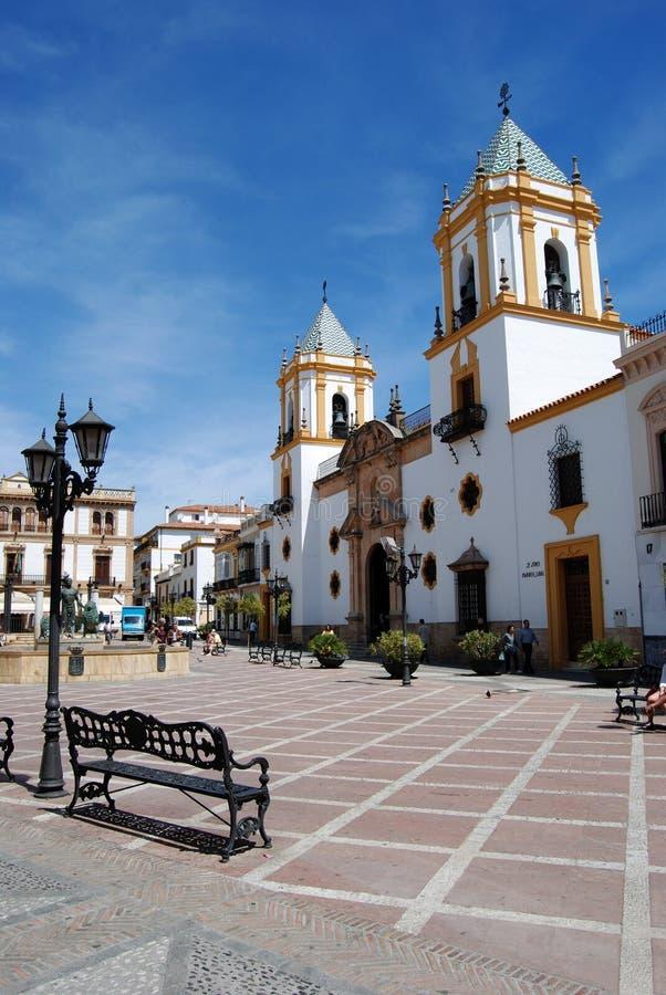 Vista della chiesa di Socorro Parish nella plaza del Socorro, Ronda, Spagna immagini stock libere da diritti