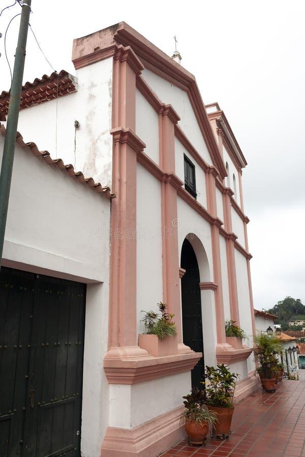 Vista della chiesa iconica di Hatillo Santa Rosa Church del EL Hatillo Miranda State Caracas Venezuela di Palermo fotografia stock