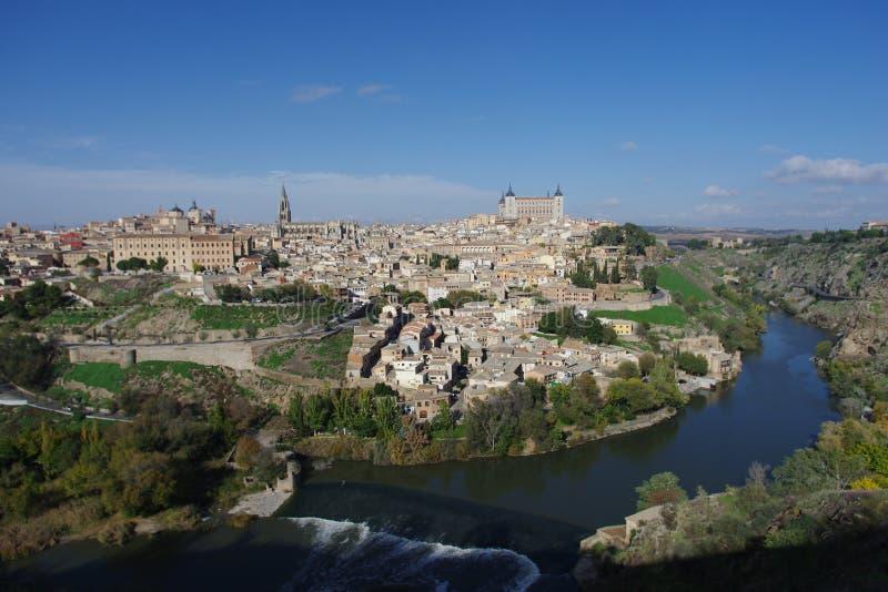 Vista della città attraverso il Tago a Toledo fotografia stock