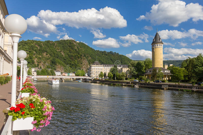 Vista della città cattivo SME della stazione termale al fiume Lahn in Germania fotografie stock