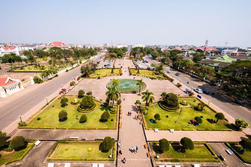 Vista della città da Patuxai fotografie stock