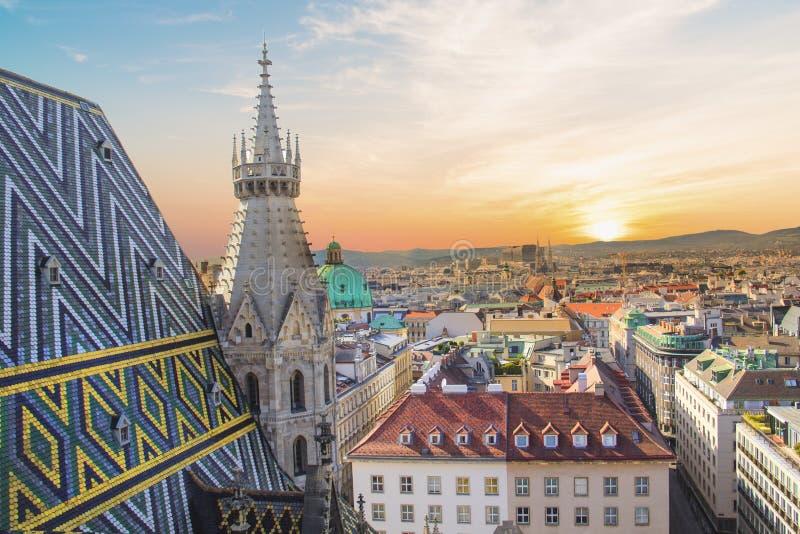 Vista della città dalla piattaforma di osservazione della cattedrale del ` s di St Stephen a Vienna, Austria fotografie stock libere da diritti