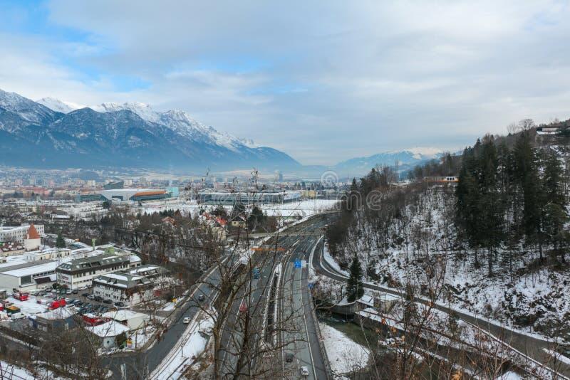 Vista della città delle rotaie del treno di Innsbruck immagini stock libere da diritti