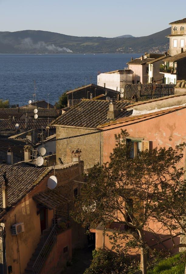 Vista della città di Anguillara fotografia stock