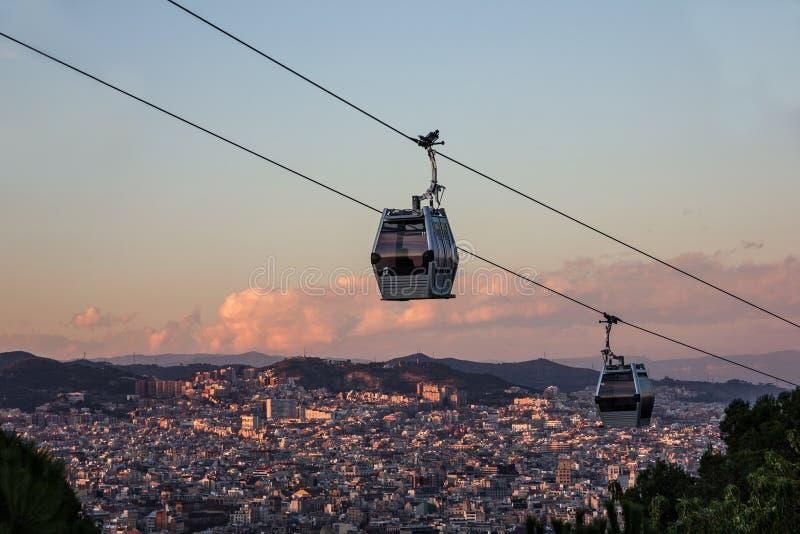Vista della città di Barcellona, Spagna Cabina di funivia, Teleferic de Montjuic immagini stock