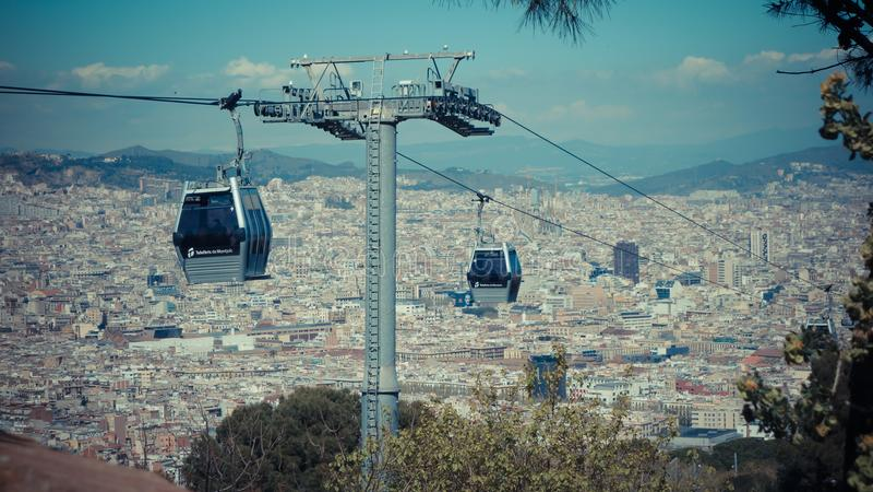 Vista della città di Barcellona, Spagna Cabina di funivia, Teleferic de Montjuic fotografie stock