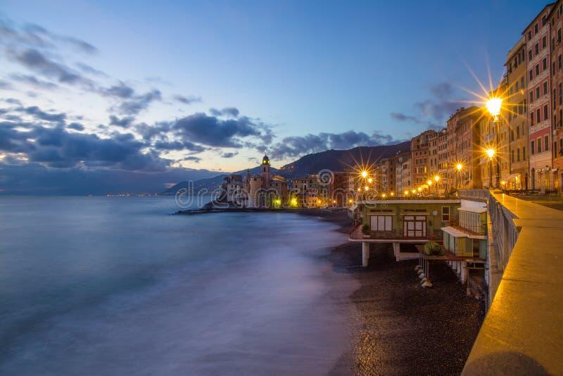 Vista della città di Camogli e di riviera orientale, provincia di Genoa Genova, riviera ligure, costa Mediterranea, Italia fotografia stock