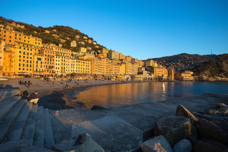 Vista della città di Camogli, Genoa Genova Province, Liguria, costa Mediterranea, Italia immagini stock libere da diritti
