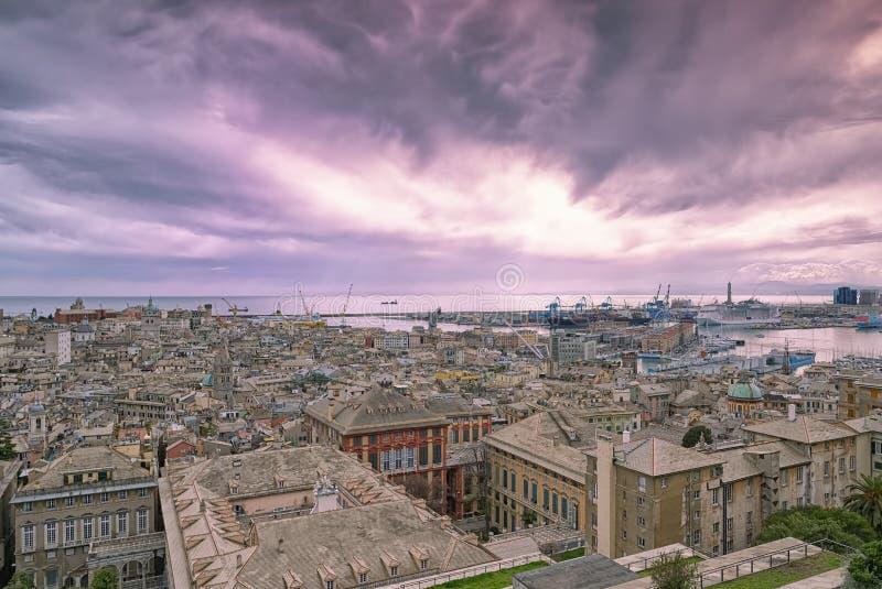 Vista della città di Genova al tramonto - Liguria - Italia immagini stock libere da diritti