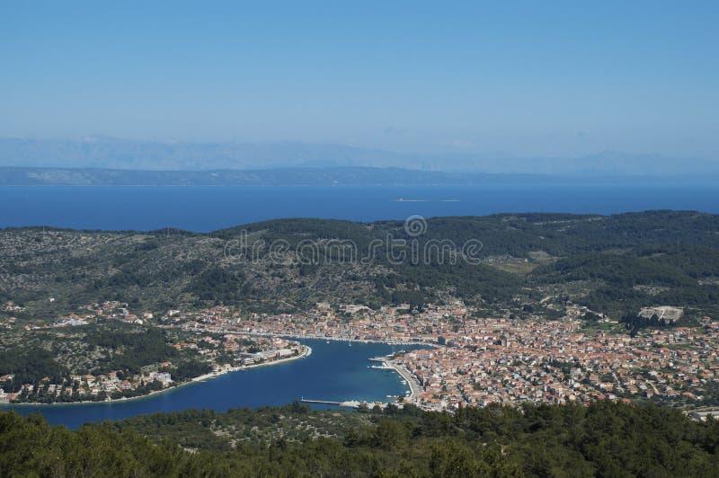 Vista della città di Luka dei veli dalla collina di ronzio, isola di Korcula fotografie stock