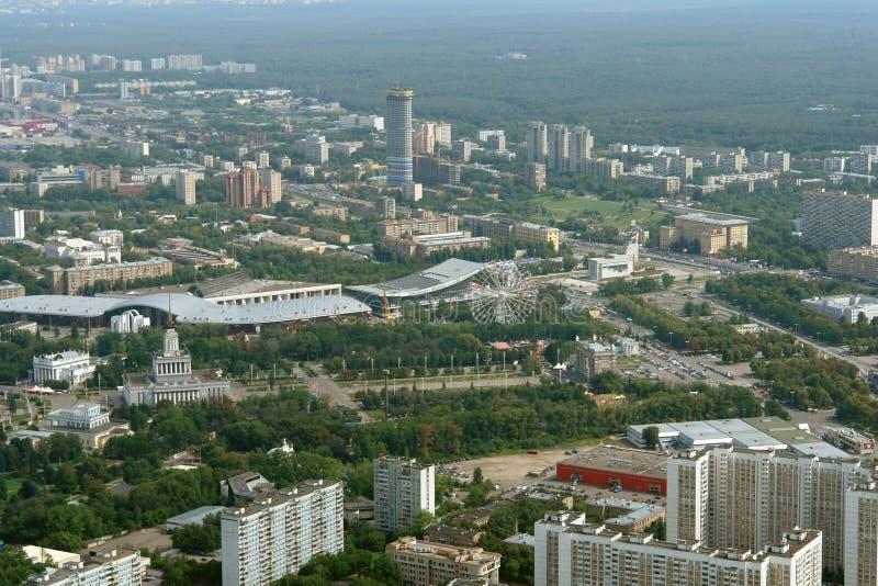 Vista della città di Mosca dall'altezza della torre di Ostankino TV fotografie stock