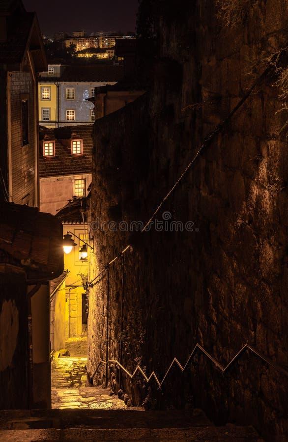Vista della città di Oporto nel Portogallo nel suo vecchio distretto fotografie stock