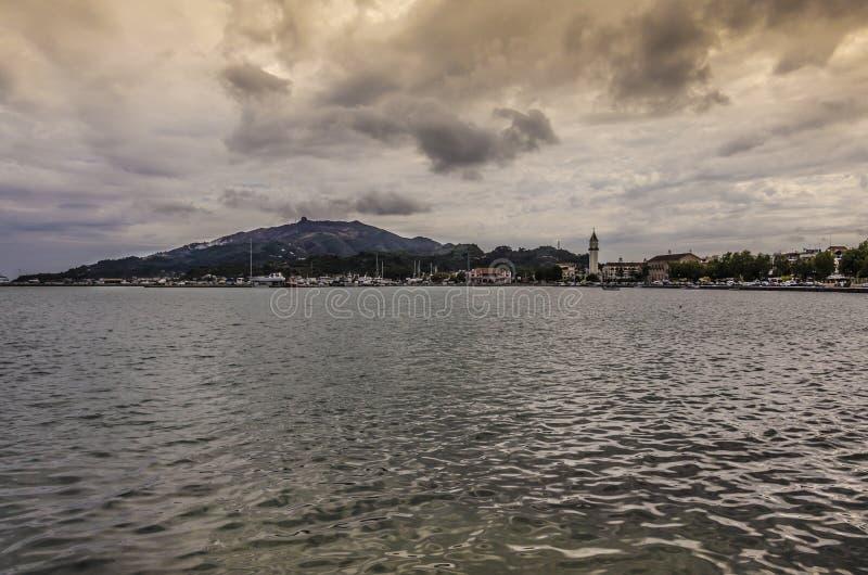 Vista della città di Zacinto dal mare immagine stock libera da diritti
