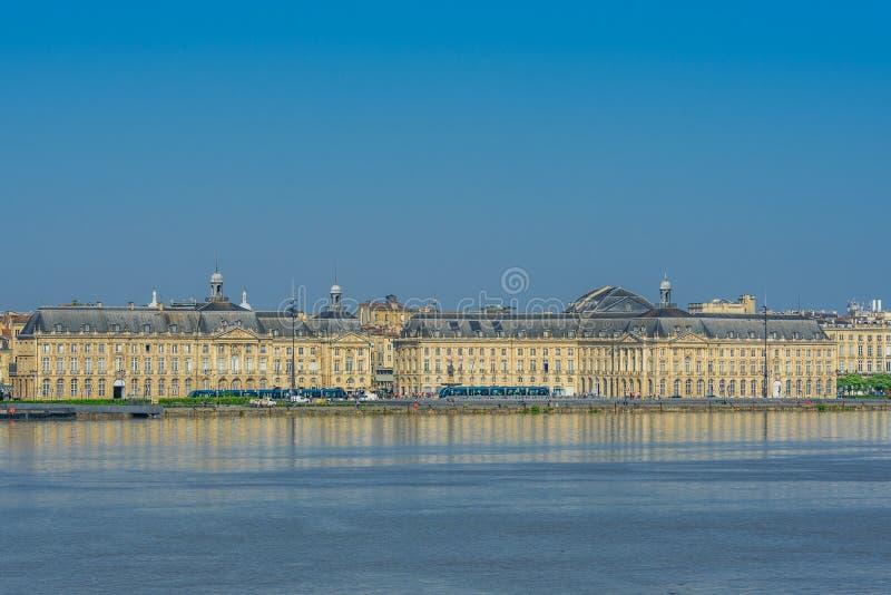 Vista della città e del fiume la Garonna, Bordeaux, Francia Copi lo spazio per testo fotografia stock