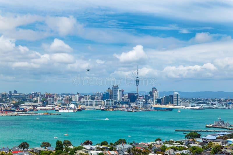 Vista della città e del porto della città di Auckland dal supporto Victoria fotografia stock libera da diritti