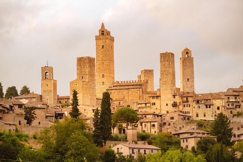 Vista della città e delle torri medievali di San Gimignano, Toscana, Italia fotografia stock libera da diritti