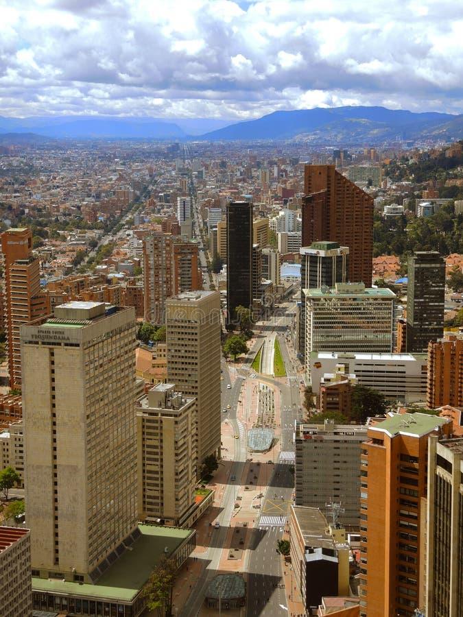 Vista della città moderna di Bogota, Colombia fotografia stock libera da diritti