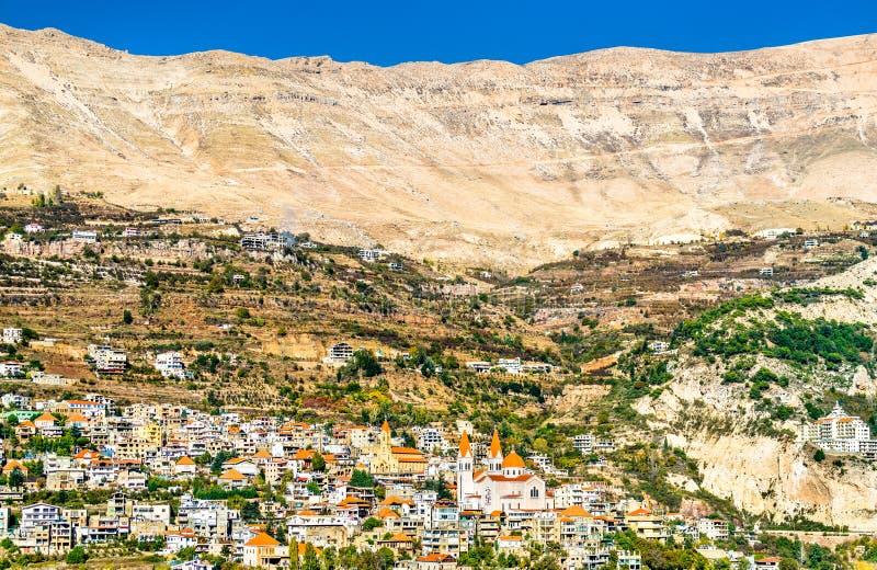 Vista della città nella valle di Qadisha, Libano di Bsharri fotografia stock libera da diritti