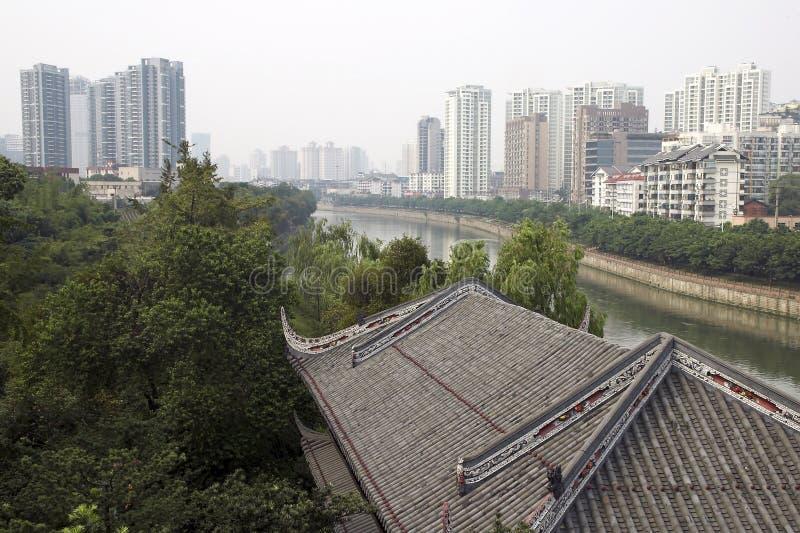 Vista della citt? sopra il tetto tradizionale delle mattonelle dal parco di wangjianglou fotografia stock libera da diritti