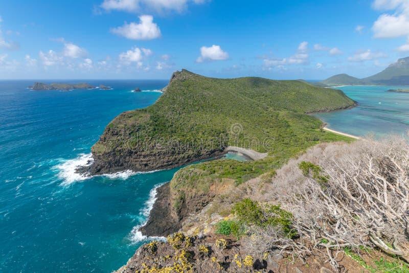 Vista della costa del nord di Lord Howe Island, Nuovo Galles del Sud, Australia, veduta dalla sommità del supporto Eliza immagini stock